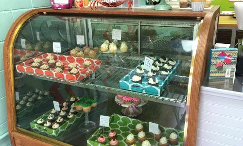 Ashlynn leigh cakes display